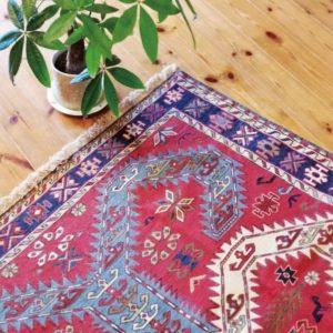 木の家に似合う織物 イランの手織り絨毯・キリム展